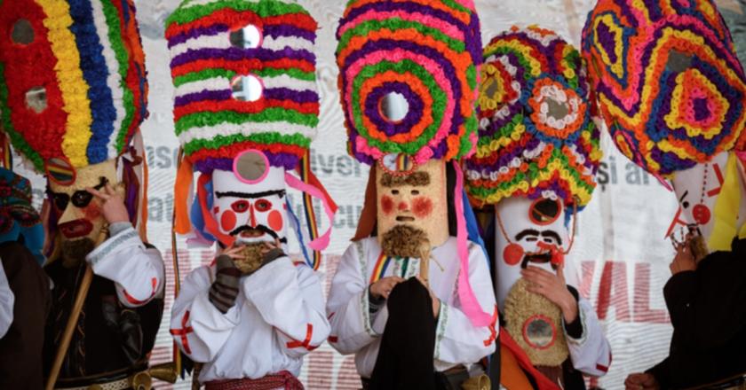 Cucii wear beautifully adorned hats  | © Cucii din Brănești