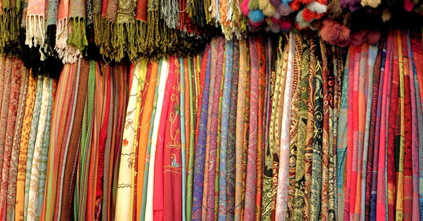 Scarves hanging in a souk | © Xoan Sampaiño / Flickr