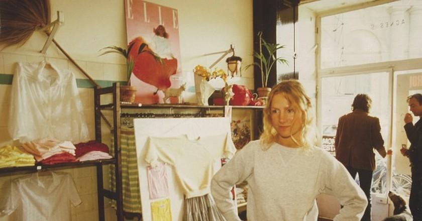 Agnès, in her boutique in rue du jour, 1976.   © Archives Agnès b.