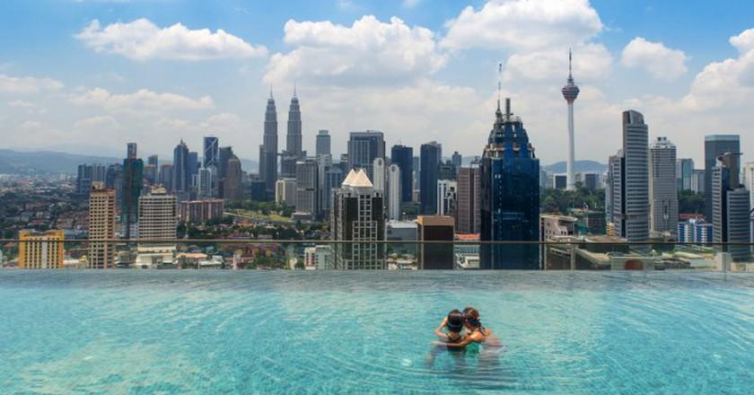 Infinity pool on top of hotel | © Prasit Rodphan/Shutterstock
