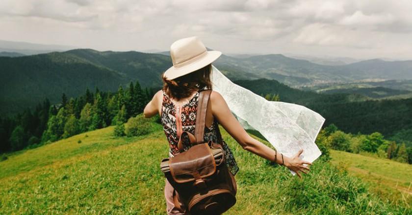 Travel Blogger © Bogdan Sonjachnyj/Shutterstock