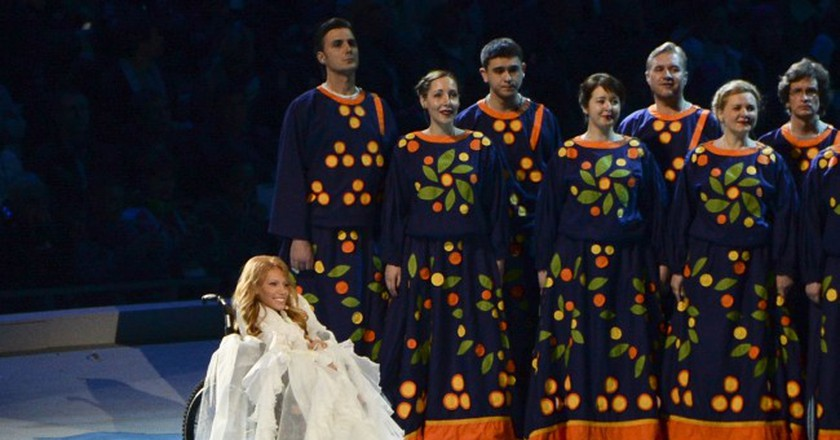Julia Samoylova sings during the opening ceremony of the 2014 Paralympic Games  | © AP