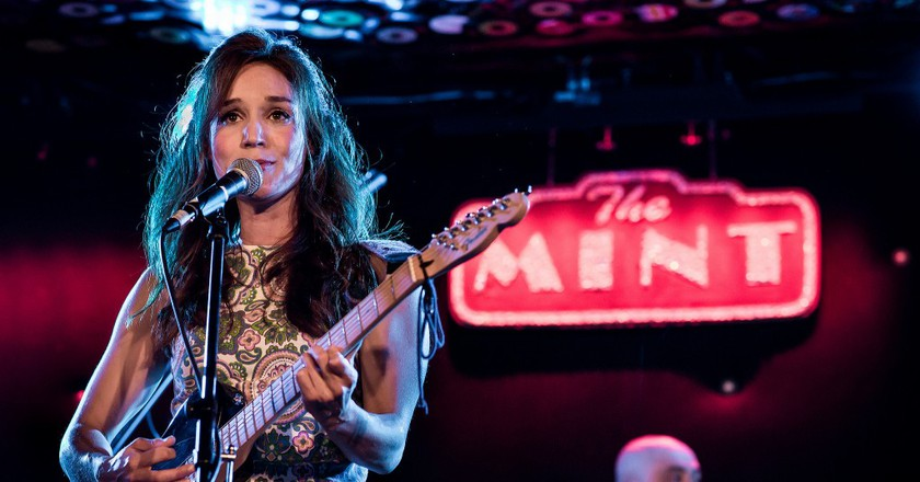 Hayley Sales performs at The Mint|© Justin Higuchi / Flickr