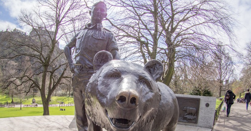 A statue of Wojtek the Bear in Princes Street Gardens, Edinburgh | © Taras Young/Wikicommons