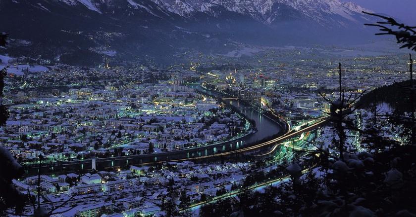 Innsbruck in winter nighttime || © Österreich Werbung / Mallaun