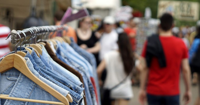 Vintage jeans wear at Mauerpark © | Florian Ramel/Flickr