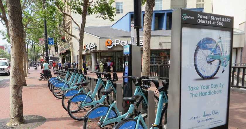 Commute via bike | © Luis Perez / Flickr