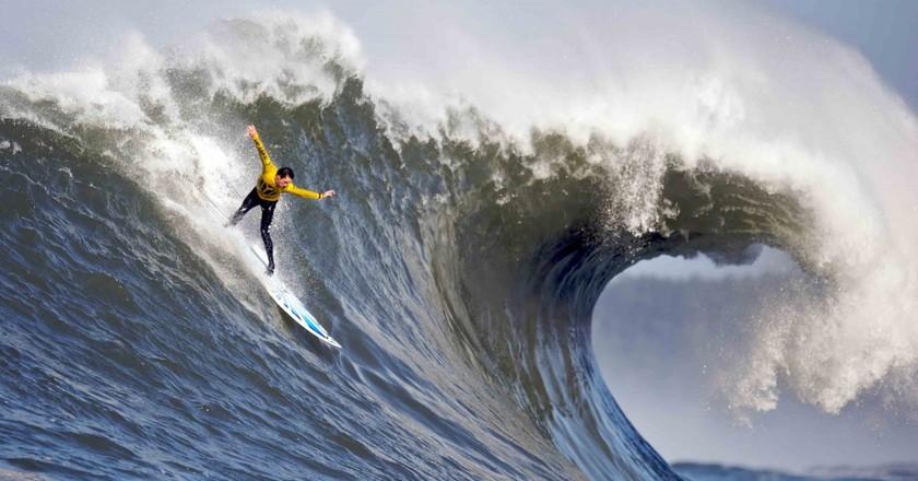 Surfing | © Shalom Jacobovitz / WikiCommons