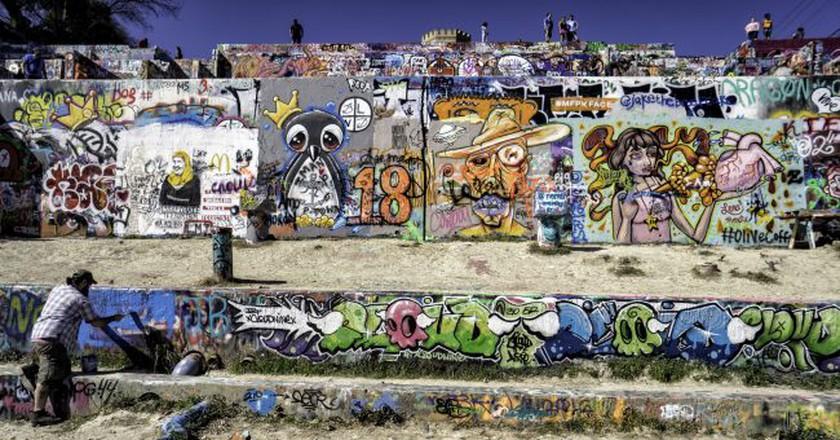 "<a href=""https://www.flickr.com/photos/jal33/24666103660/"" target=""_blank"" rel=""noopener noreferrer"">HOPE Outdoor Gallery | © James Loesch / Flickr</a>"
