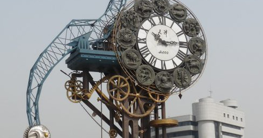 "<a href""https://www.flickr.com/photos/santangelo-jon/4527931559""> Century Clock Tianjin |   ©  Jon Santangelo/Flickr</a>"