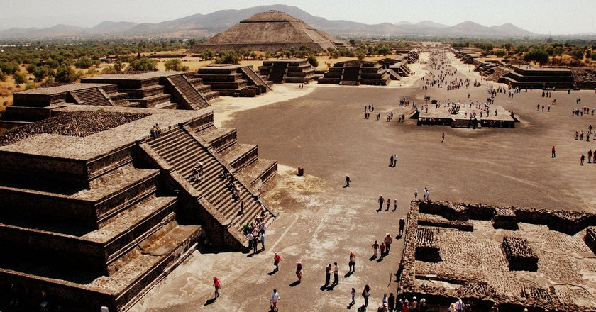 The Pyramid of the Sun, as seen from the Pyramid of the Moon | © LWYang / Flickr