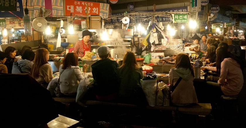 Food stalls at Gwangjang Market | © theaucitron / Flickr
