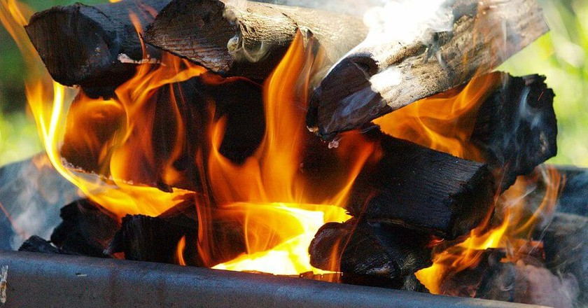 A typical South African braai fire is made using wood   © CoralBrowne/Wikimedia