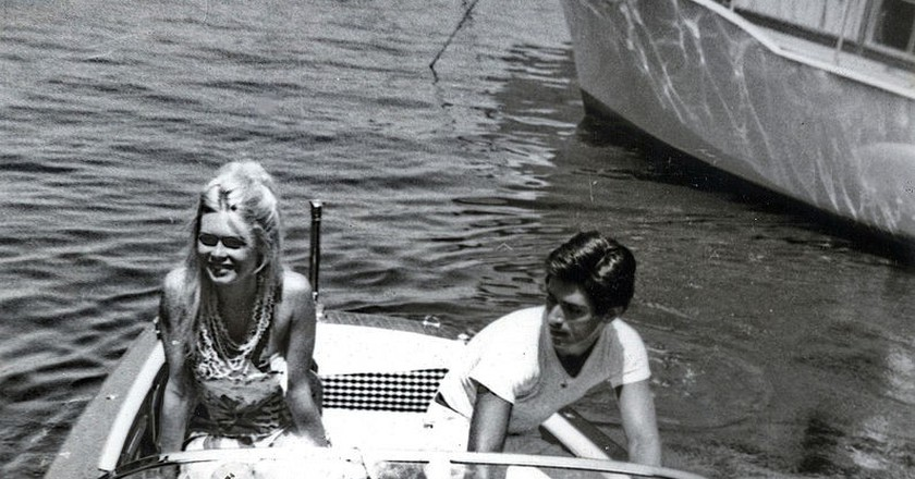 Actors Brigitte Bardot and Sami Frey in St Tropez in 1963 | © WikiCommons