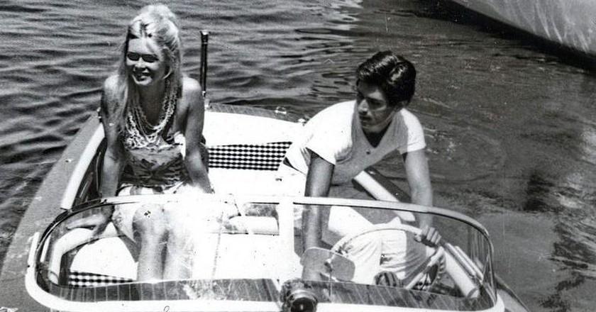 Actors Brigitte Bardot and Sami Frey in St Tropez in 1963   © WikiCommons