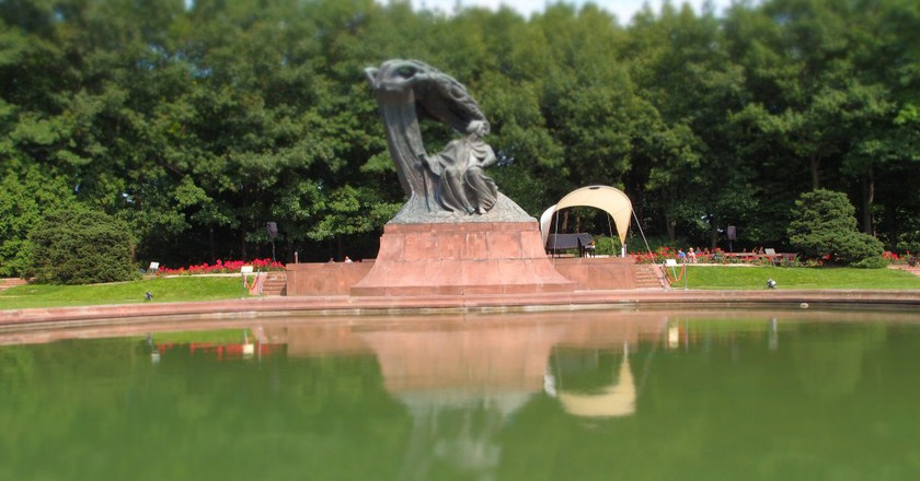 Statue of Chopin in Łazienki park | © Graeme Maclean/Flickr