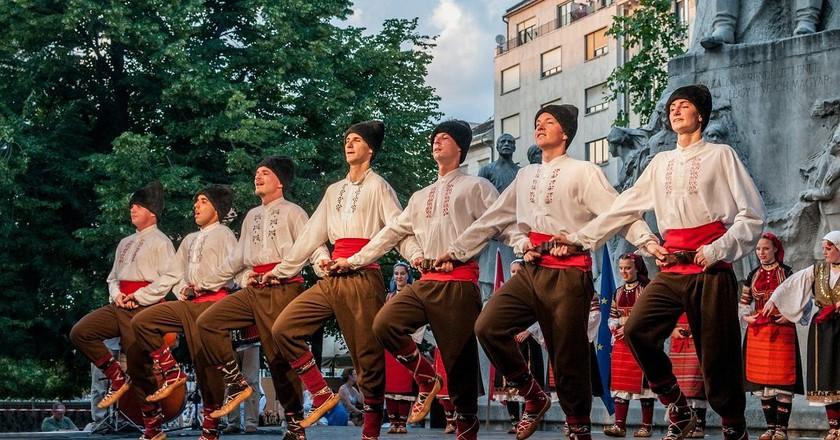 Hungarian folk dancers   © Pixabay