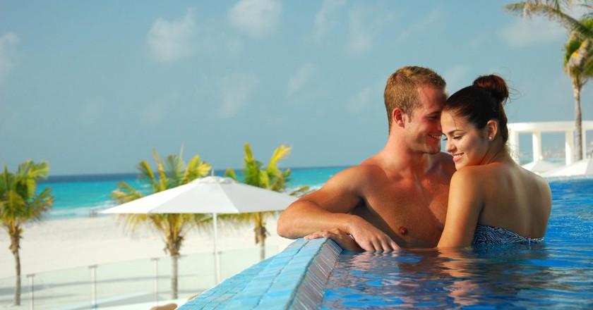 Honeymoon in Cancun / Courtesy Cancun.Travel