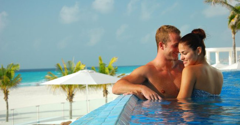 Honeymoon in Cancun / Courtesy Cancun.Travel