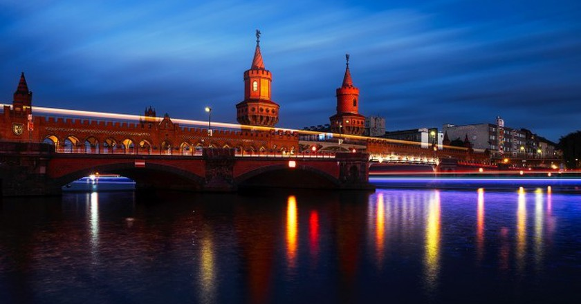 Oberbaumbrüke, the beautiful bridge connecting Fredrichshain and Kreuzberg | © tpsdave/Pixabay
