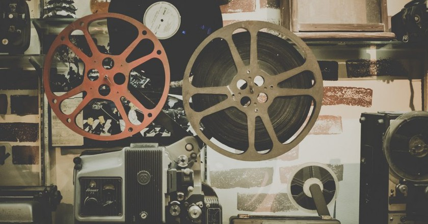 Vintage movie projector | Pexels