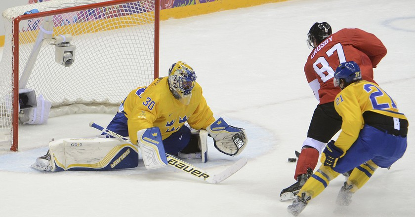Sidney Crosby (87) and Team Canada defeated Henrik Lundqvist and Team Sweden 3-0 to win gold at the 2014 Sochi Games | © APA- PictureDesk GmbH/REX/Shutterstock