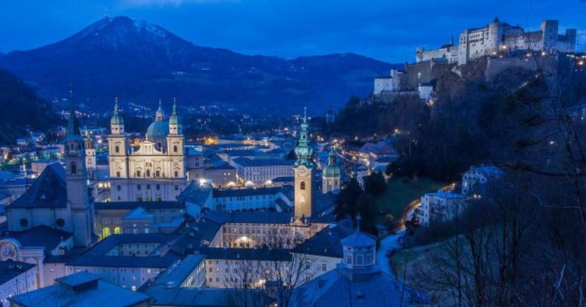 """<a href = """"https://www.shutterstock.com/image-photo/beautiful-view-salzburg-skyline-festung-hohensalzburg-192619130?irgwc=1&utm_medium=Affiliate&utm_campaign=Hans%20Braxmeier%20und%20Simon%20Steinberger%20GbR&utm_source=44814""""> Salzburg, At Night   © werdepate/Pixabay"""