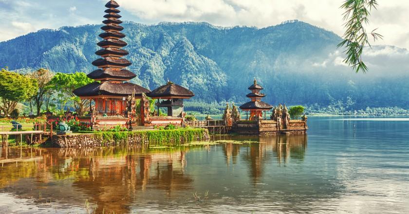 Pura Ulun Danu temple on a Lake Beratan, Bali   © Khoroshunova Olga / Shutterstock