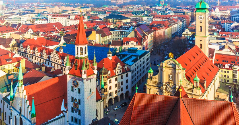 Scenic aerial panorama of the Old Town architecture of Munich | © Scanrail1/Shutterstock