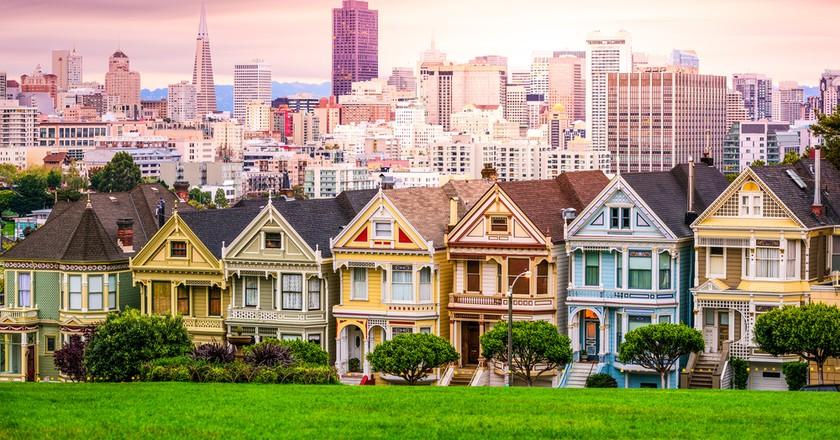San Francisco, California cityscape at Alamo Square | © Sean Pavone / Shutterstock