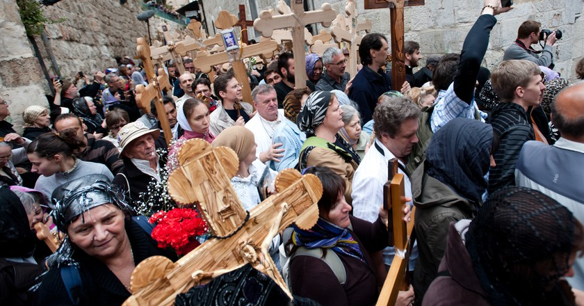Orthodox Christian pilgrims commemorate the path Jesus carried his cross on the day of his crucifixion along the Via Dolorosa in Jerusalem| © Ryan Rodrick Beiler/Shutterstock