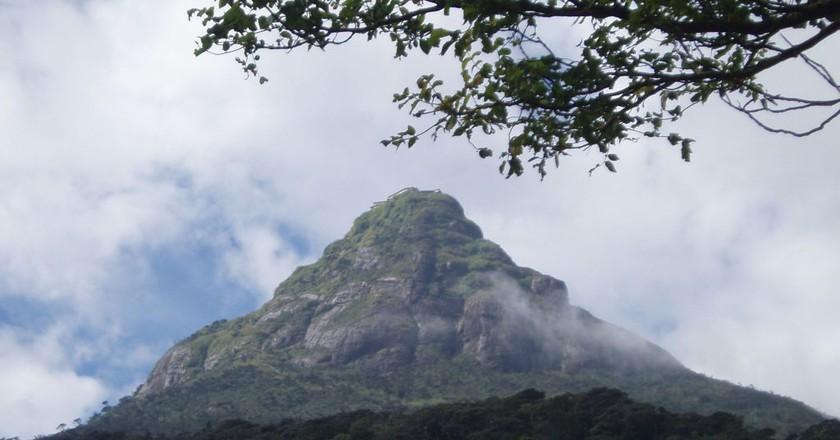 "<a href=""https://commons.wikimedia.org/wiki/File:Sri_Pada.JPG"" target=""_blank"" rel=""noopener noreferrer"">Adam's Peak | © Bourgeois / Wikimedia Commons</a>"