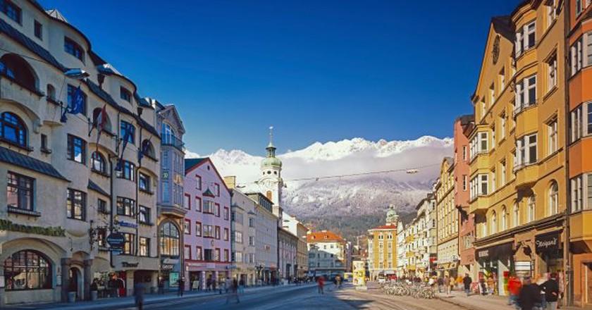 Marie-Theresia-Street in Innsbruck, Tyrol  © Österreich Werbung / Popp Hackner