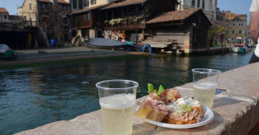 Cicchetti on the canal | 98873911@N07/Flickr
