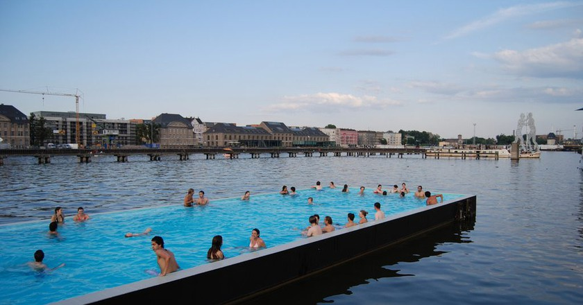Summer here's and there is a swimming pool in the Spree | © Carlos ZGZ/Flickr