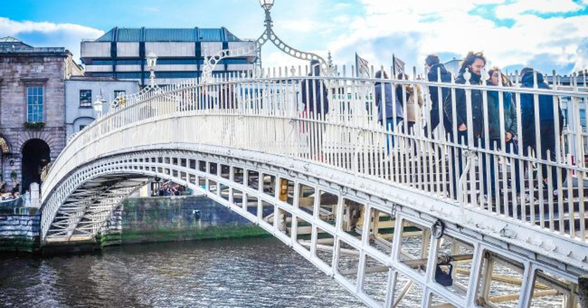 Ha'penny Bridge Dublin | © Bro. Jeffrey Pioquinto, SJ /  Flickr