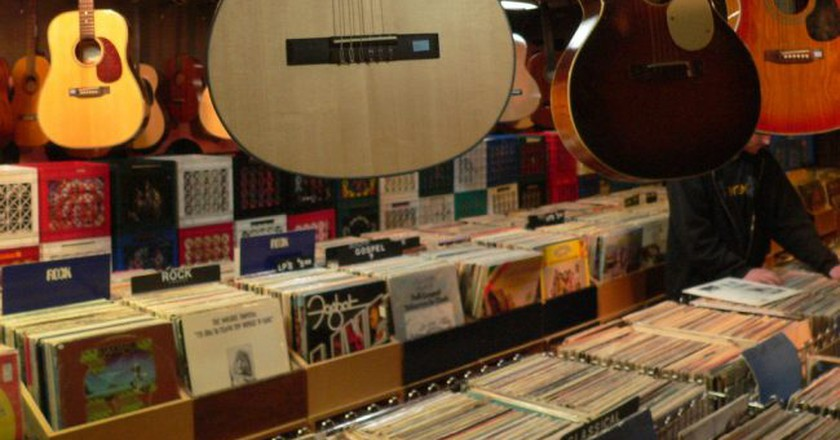 Music store   © Lisa Padilla/Flickr