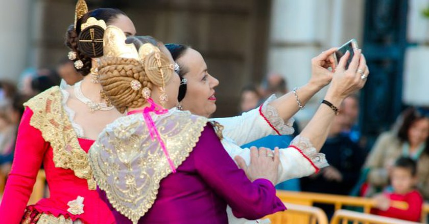 Valencian falleras in traditional dress | © Skaja Lee / Flickr