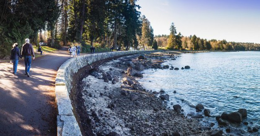 Stanley Park's Seawall | © Asher Isbrucker / Flickr