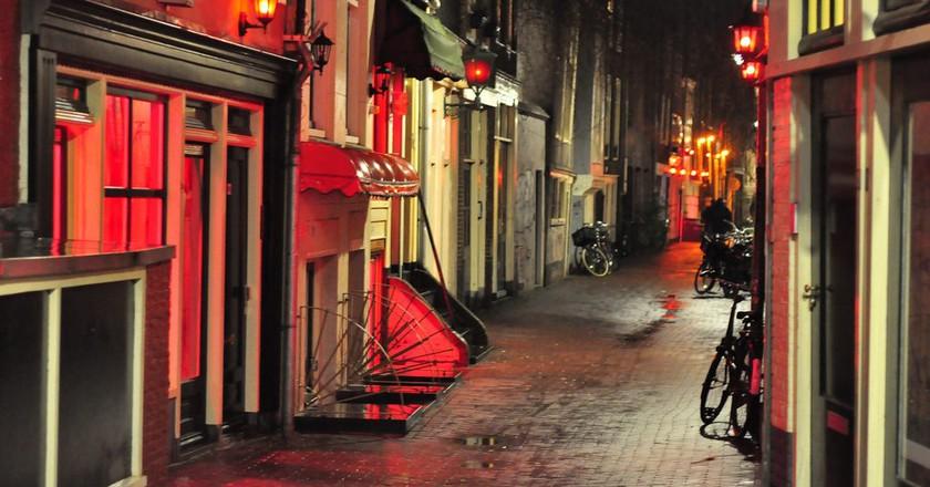 Prostitution windows in Amsterdam's Red Light District   © Karolina / Flickr