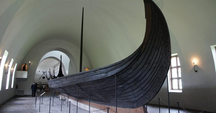 The Oseberg ship at the Viking Ship Museum |© sprklg / Flickr