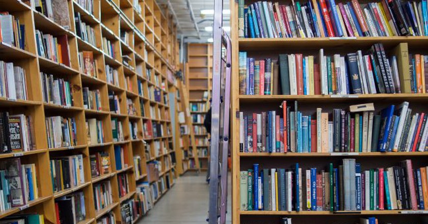 One of many bookshelves at Powell's City of Books | © Kenny Louie / Flickr