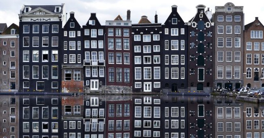 Typical canal houses in Amsterdam | © pixabay