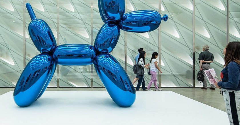 Jeff Koons' Balloon Dog at The Broad in downtown Los Angeles | © Peter Alfred Hess / Flickr