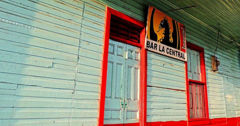 All bars serve guaro © Bernal Saborio/Flickr