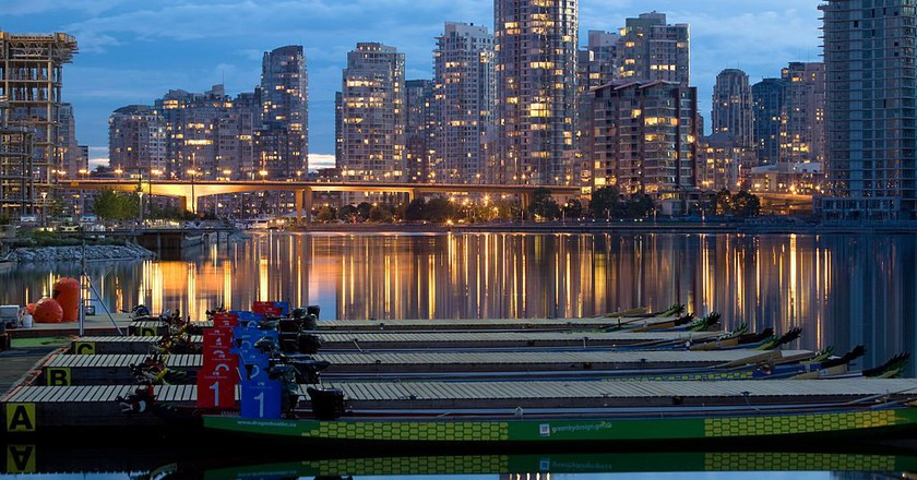 Between Races at Vancouver Dragon Boat Festival | © Ken Louie / Wikimedia