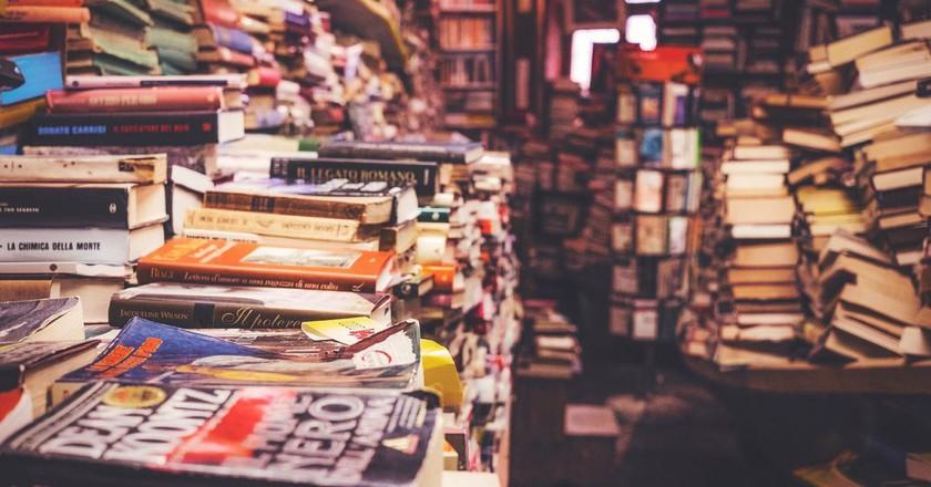 Bookshelves | © PublicCo/Pixabay