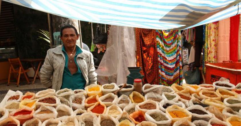 Gal Glicério, vendor at Rua Professor Ortiz Monteiro | © Rodrigo S. Maior / Wikimedia Commons