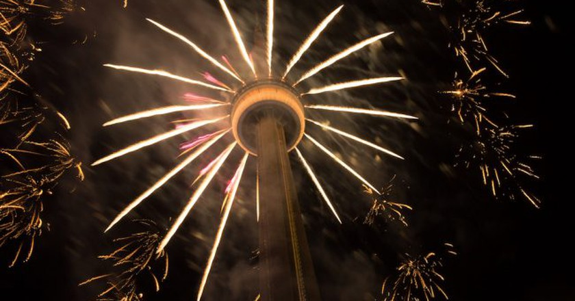 Fireworks at the CN Tower, Toronto | © Tibor Kovacs / Flickr