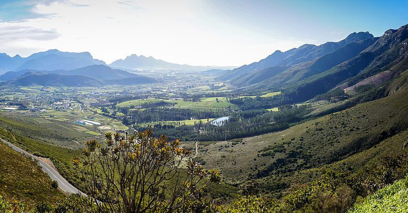 The Franshhoek Valley is famous for its five-star dining opportunities and many wine farms | © SkyPixels / WikiMedia